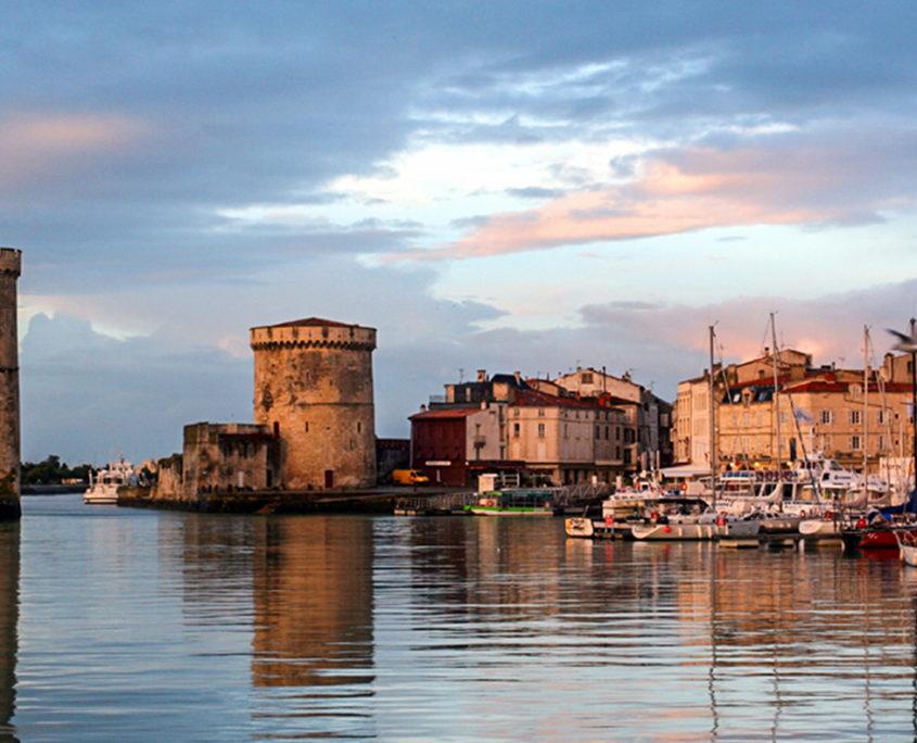 Démolition béton, sciage béton, carottage béton, découpe béton, démolition au brokk à La Rochelle (17000)