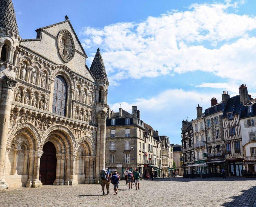 Démolition béton, sciage béton, carottage béton, découpe béton, démolition au brokk à Poitiers (86000)